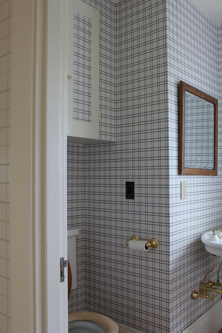 The-Grit-and-Polish-Winnies-Bathroom-before-2.jpg