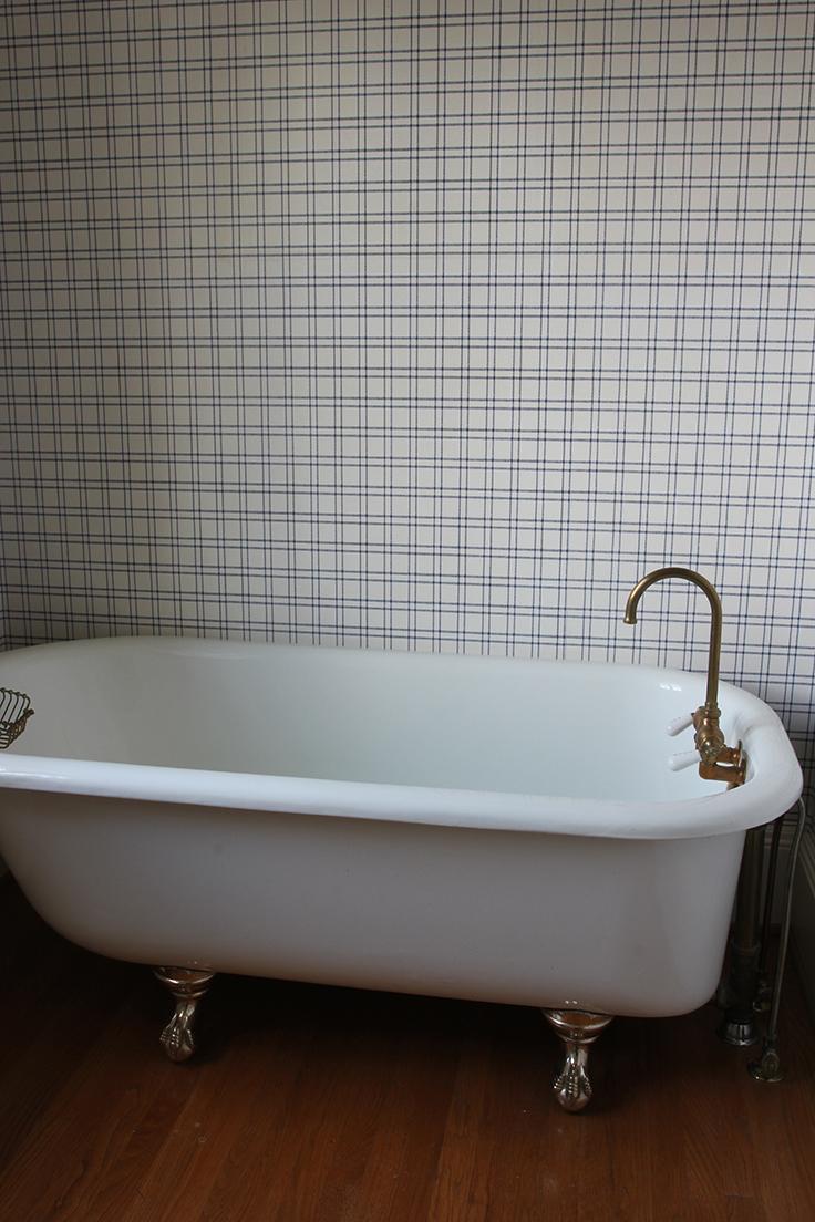 The-Grit-and-Polish-Winnies-Bathroom-before-3.jpg