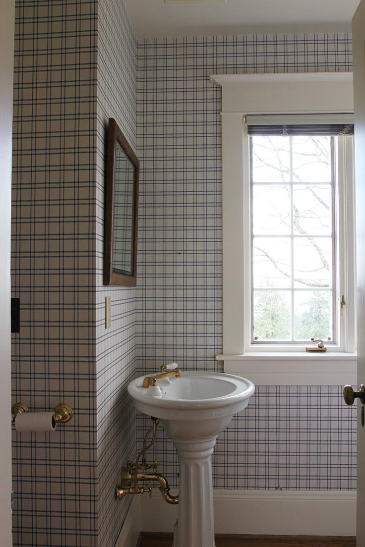 The-Grit-and-Polish-Winnies-Bathroom-before.jpg