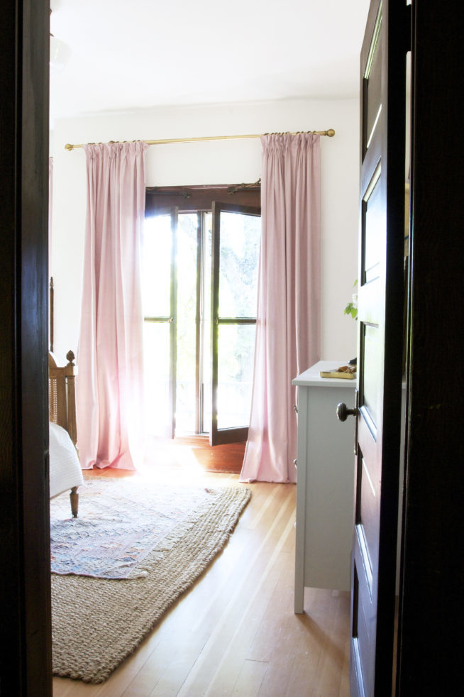 The-Grit-and-Polish-Farmhouse-Pink-Pinch-Pleat-Curtains-2-e1526651022511.jpg