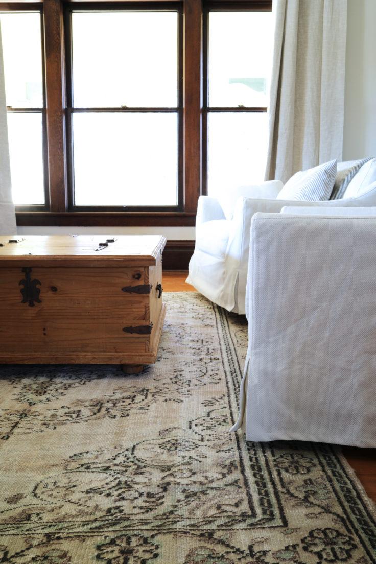 The-Grit-and-Polish-Farmhouse-Living-Room-Rug-2-e1542151747382.jpg