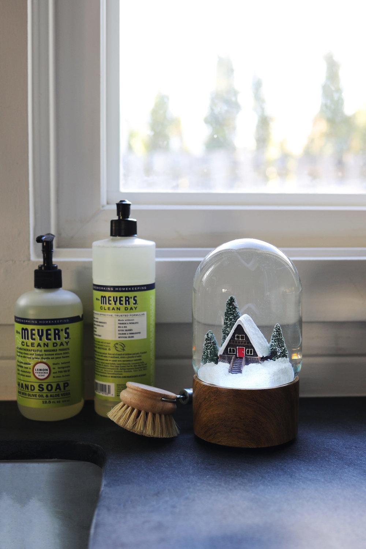 The-Grit-and-Polish-Tacoma-Kitchen-Snow-Globe-1-e1543278440540.jpg