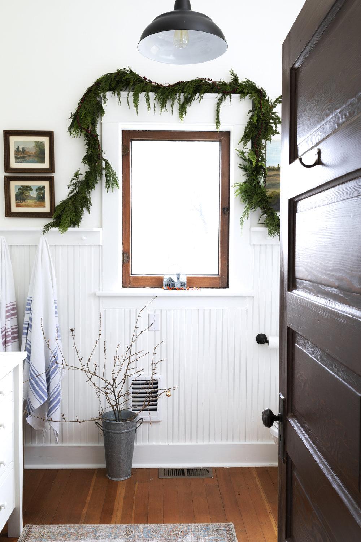 The Grit and Polish - Farmhouse Bathroom Christmas Garland.jpg