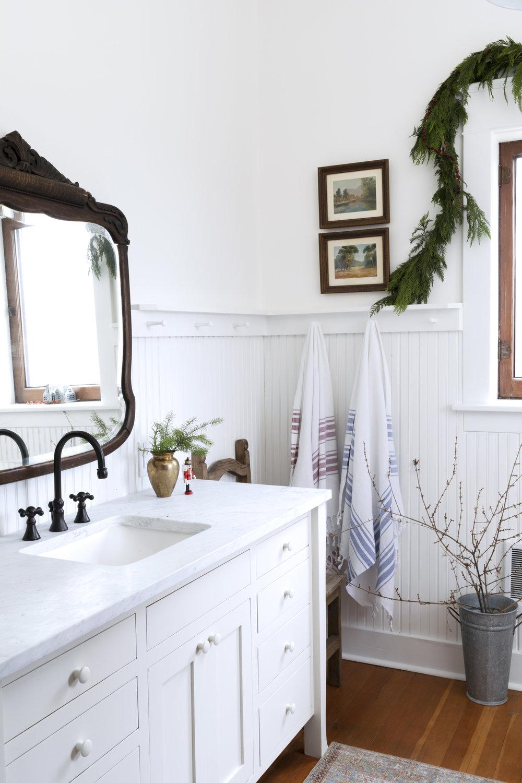 The Grit and Polish - Farmhouse Bathroom Christmas Corner.jpg