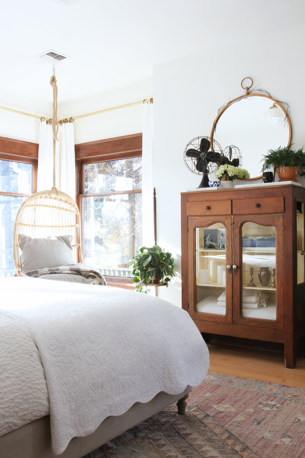 the-grit-and-polish-master-bedroom-bright-room