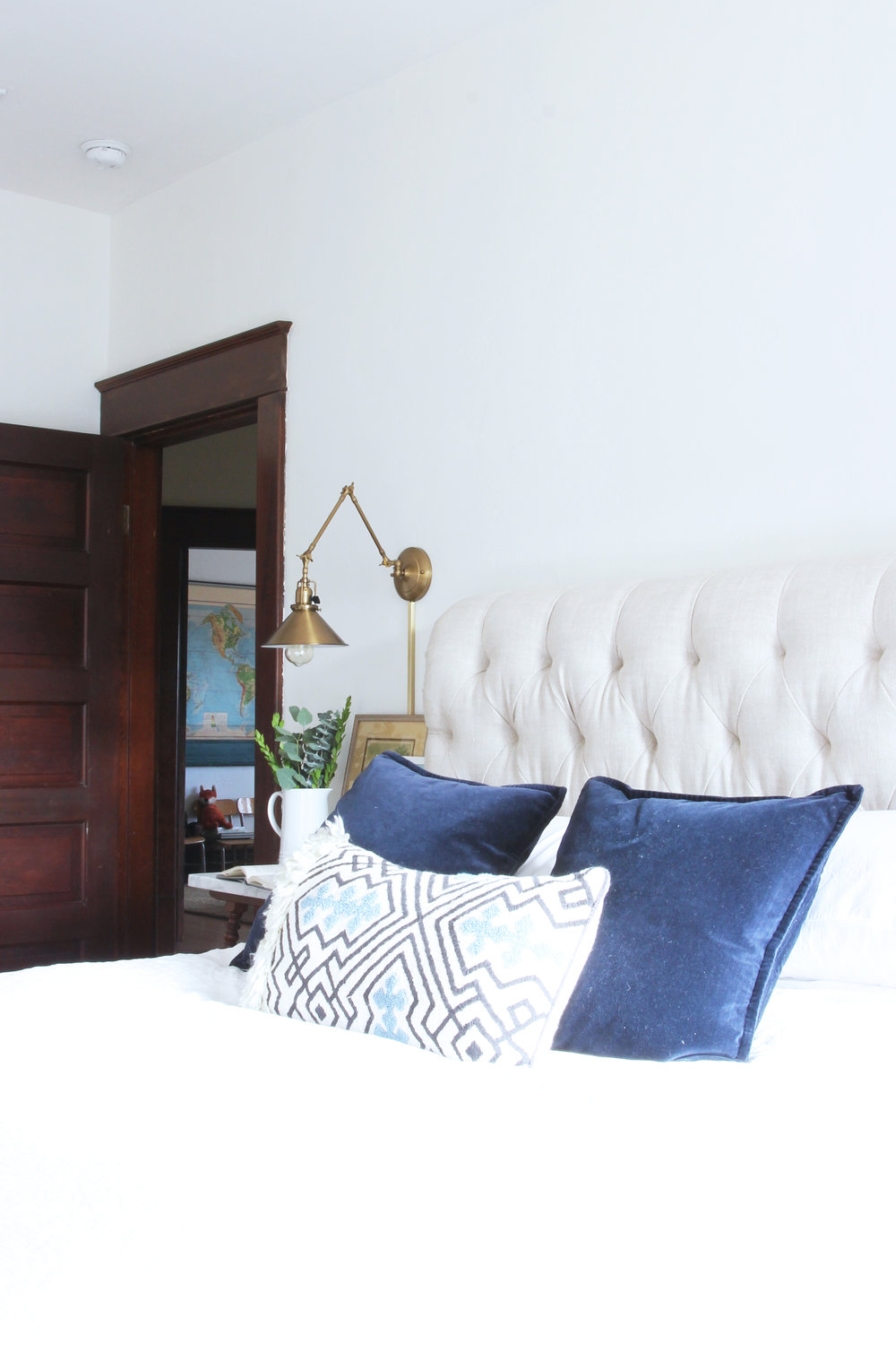 the-grit-and-polish-master-bedroom-pillows