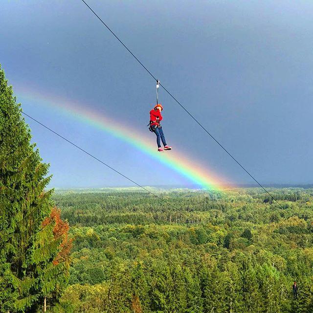 Vem vill inte åka zipline över en regnbåge? #kungsbygget #zipline #regnbåge