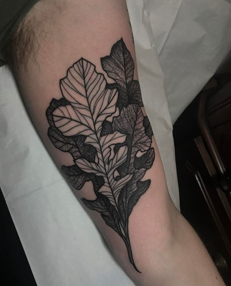 blackwork_leaves_tinedefiore.jpg
