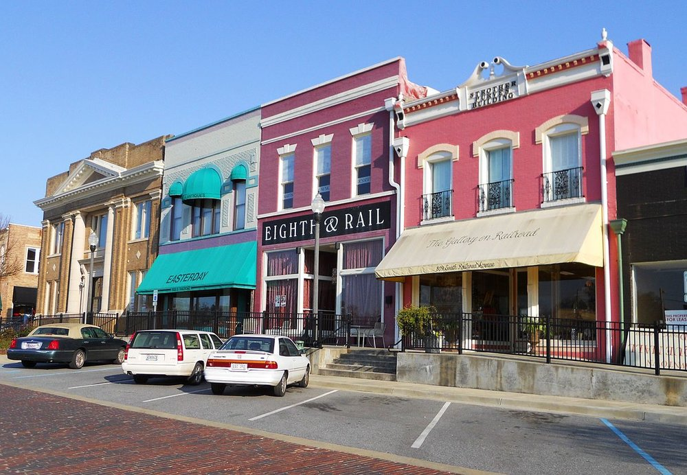1200px-Railroad_Avenue_Historic_District_Opelika_Alabama.JPG