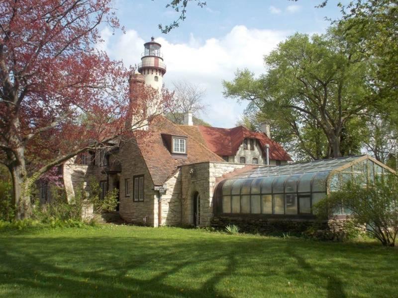 5_kcoachhouse_w_lighthouse_historic_landmark-1522822313-4078-1523287661-6890.jpg
