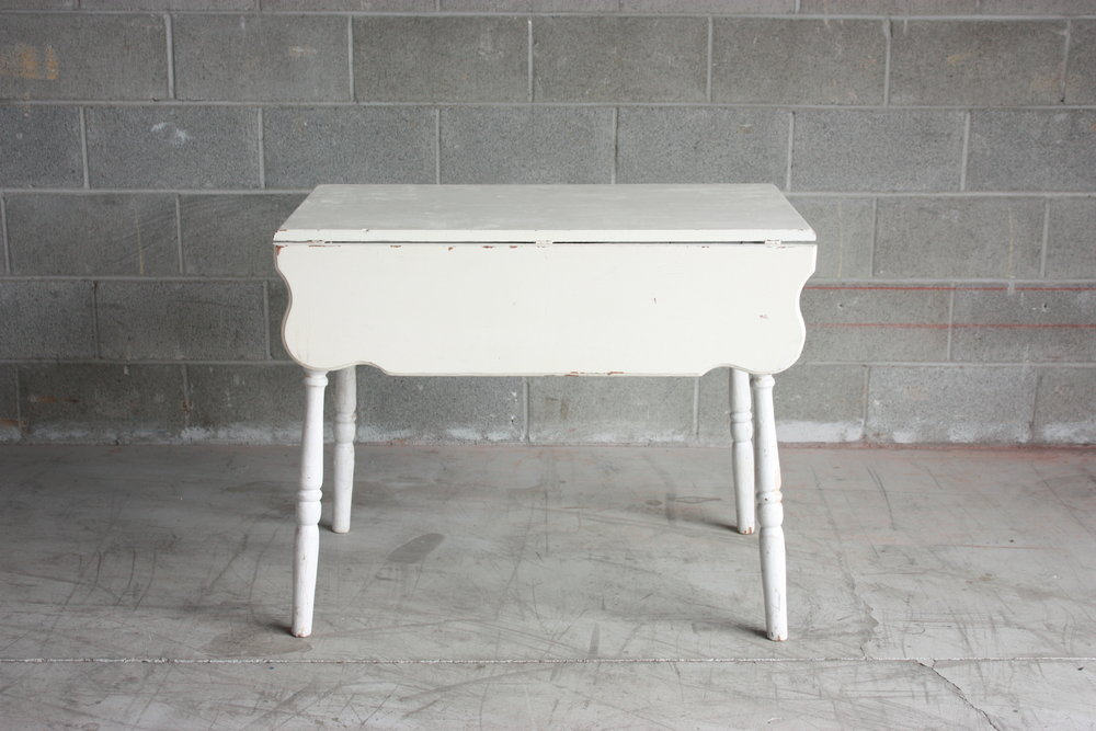 Scalloped Drop Leaf Table
