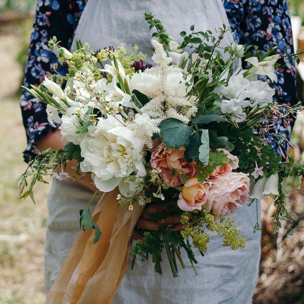 DIY bridal flowers workshop blush bouquet