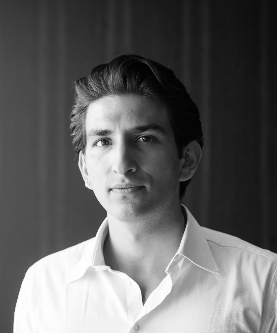 Avie Kakkar    Junior Business Analyst
