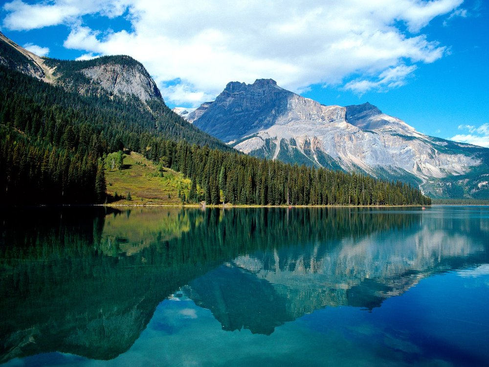 Emerald_Lake_Yoho_National_Park_British_Columbia_Canada.jpg