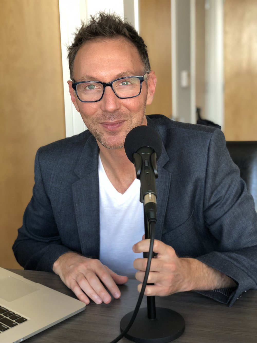 Scott Rose in 2019, recording a podcast on the keto lifestyle.
