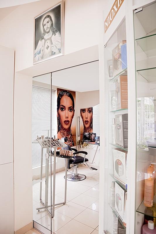 Capricho, My Mother's Beauty Parlor, Miraflores 2009.jpg