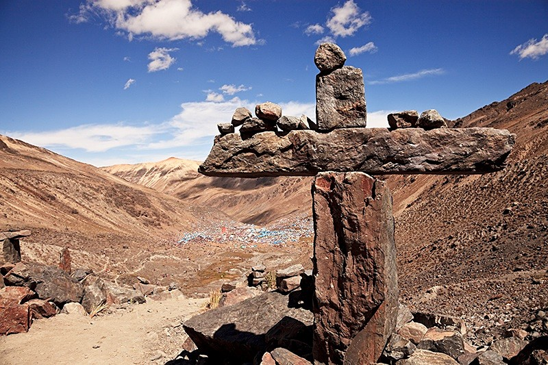 The Cross at the Lord of Qoyllorritty, Quispicanchi, Cusco 2009.jpg