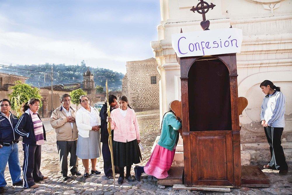 Confession on Palm Sunday, Ayacucho 2009