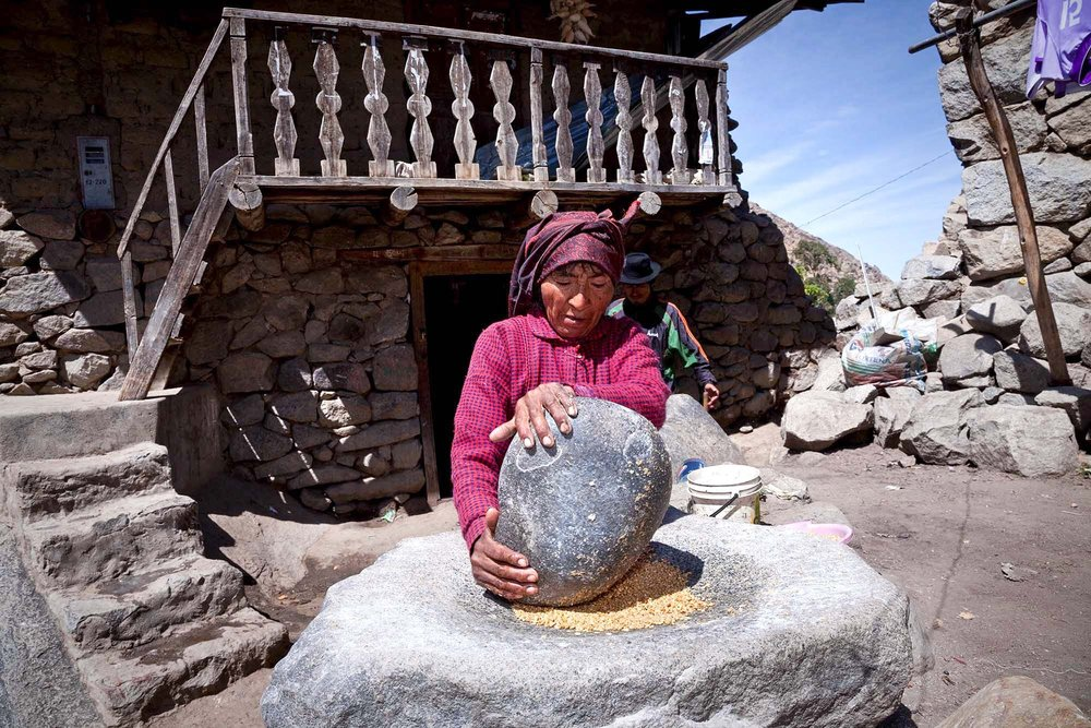 The mortar  panhara  and pestle  tx'iki  are located around Tupe for a communal use.  They are used for corn and wheat.