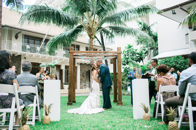 Halekulani-Hawaii-Wedding-Photographer-Carissa-Woo-Photography_0073