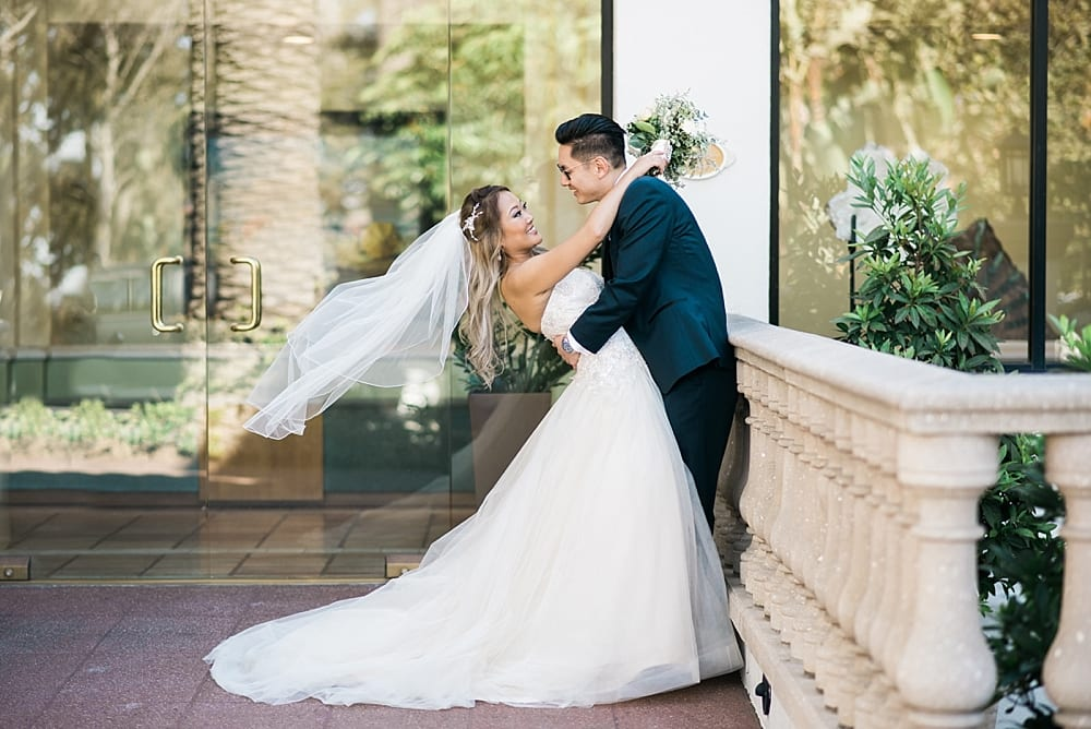 waterfront-hilton-huntington-beach-wedding-photographer-carissa-woo-photography_0001