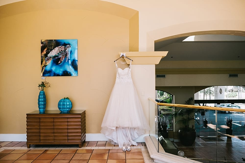 waterfront-hilton-huntington-beach-wedding-photographer-carissa-woo-photography_0004