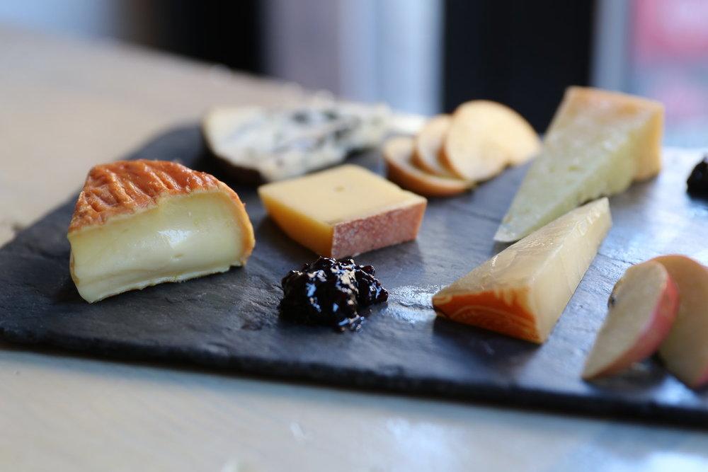 cheese-bar-ellen-composed-cheese-board-280A1958.jpg