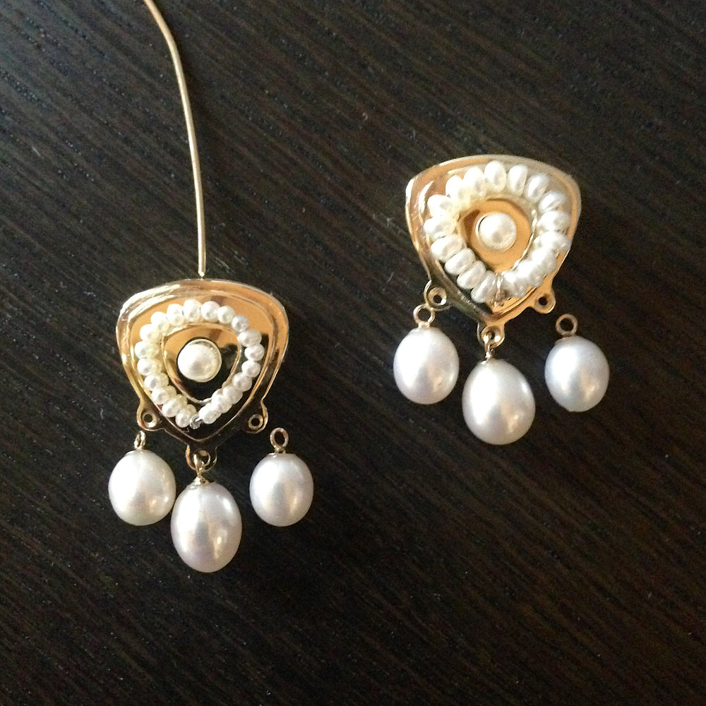 Here we needed to decide whether or not to use seed pearls (on the left) or lentil shaped pearls (on the right). We selected the seed pearls. We also thought that the high polish was too reflective, so we matte finished the earrings.