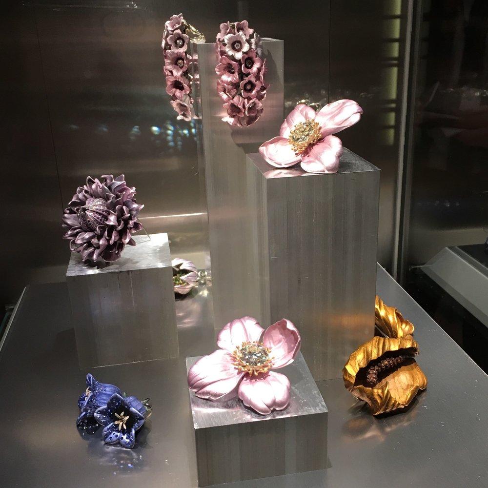 Gems image fromJewelsduJour.jpg