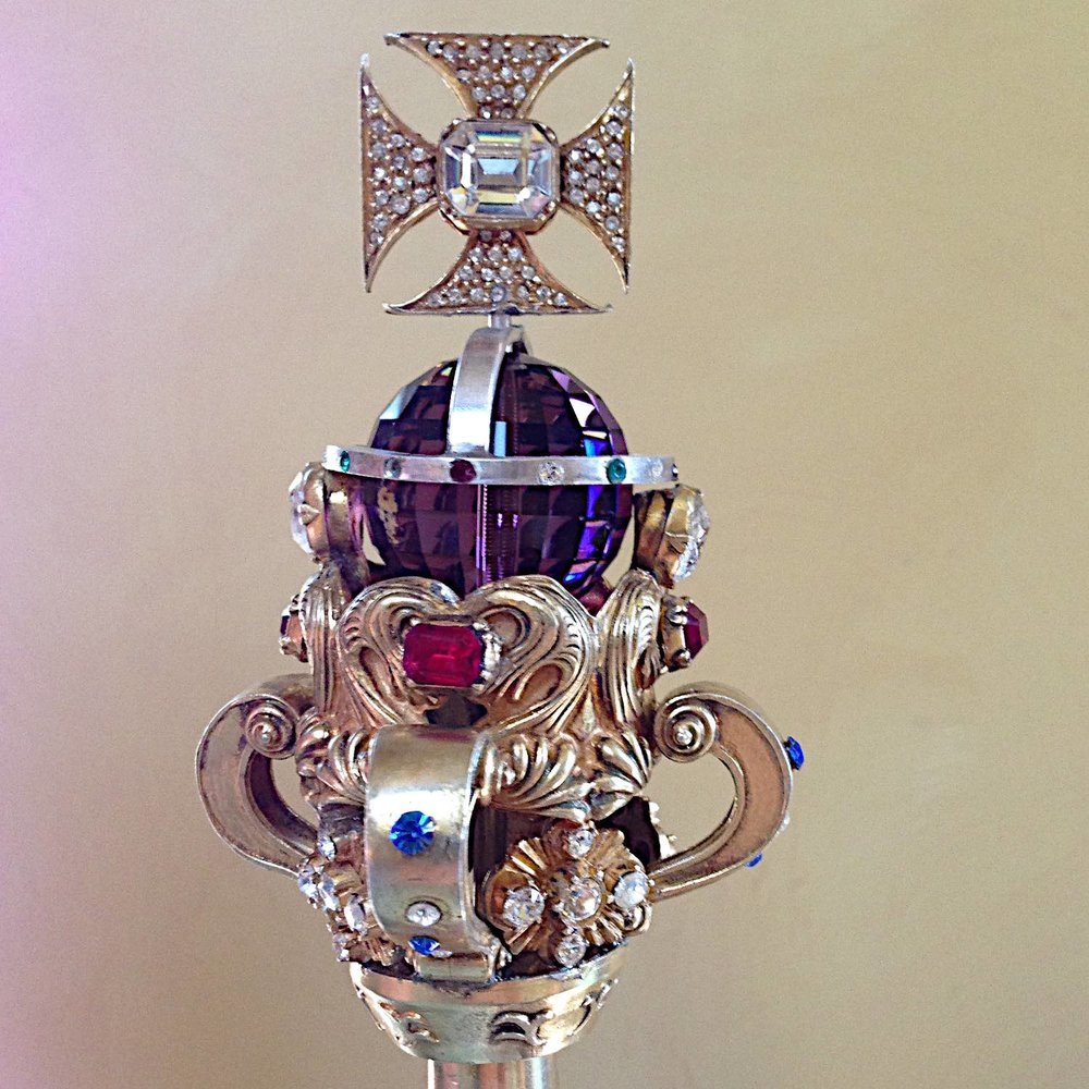 Young Victoria Crown-Sceptre - Version 2.jpg