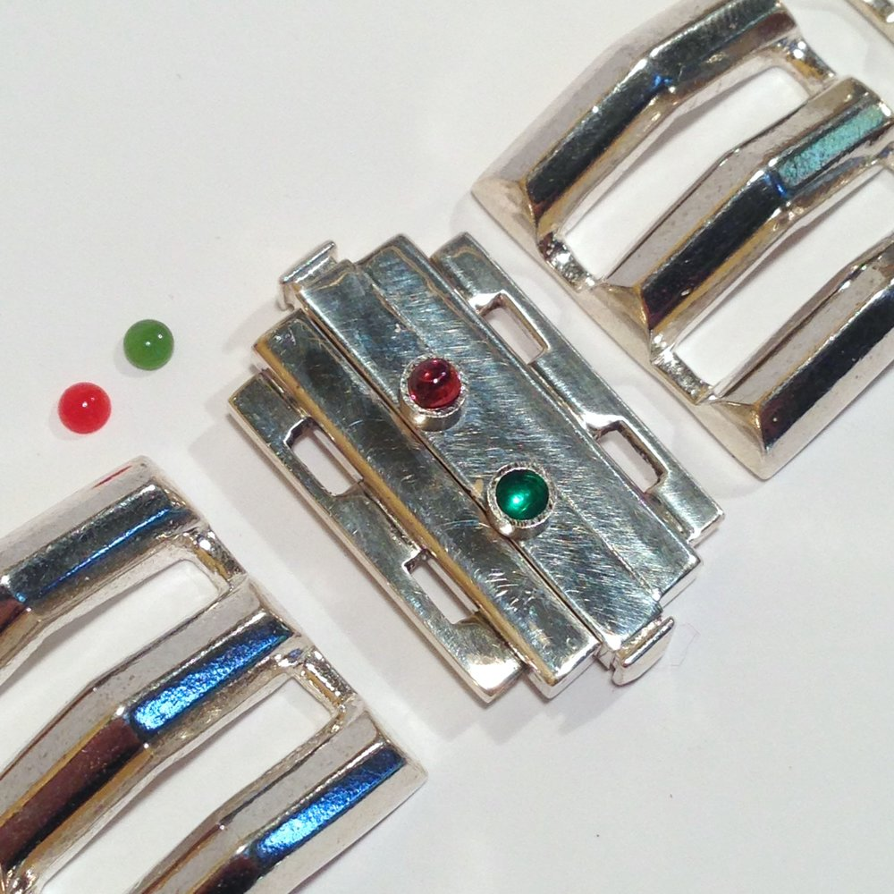 Garnet and emerald were added to the clasp to represent the lights on a boat.