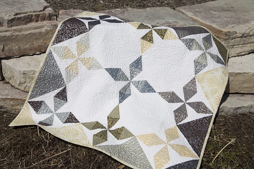 Shimmering Lanterns Quilt by Fresh Lemons Quilts : Faith