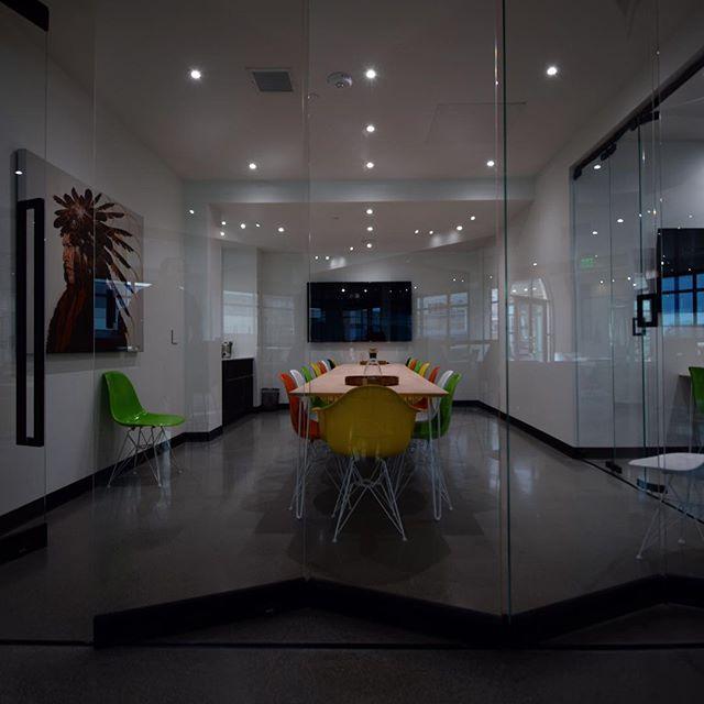 @neu.works . . . #yourcoloradoelectricians #coworking #denver #cherrycreek #lightingdesign #lighting #art #color