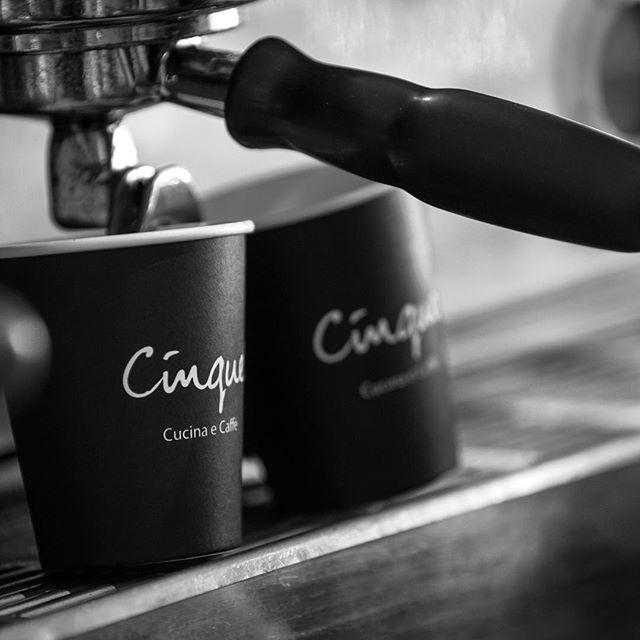 Yes please! . . . . . #cinquemonavale #saturday #coffeeaddict #coffee #sydneycafe #mornings  #northenbeaches #weekend