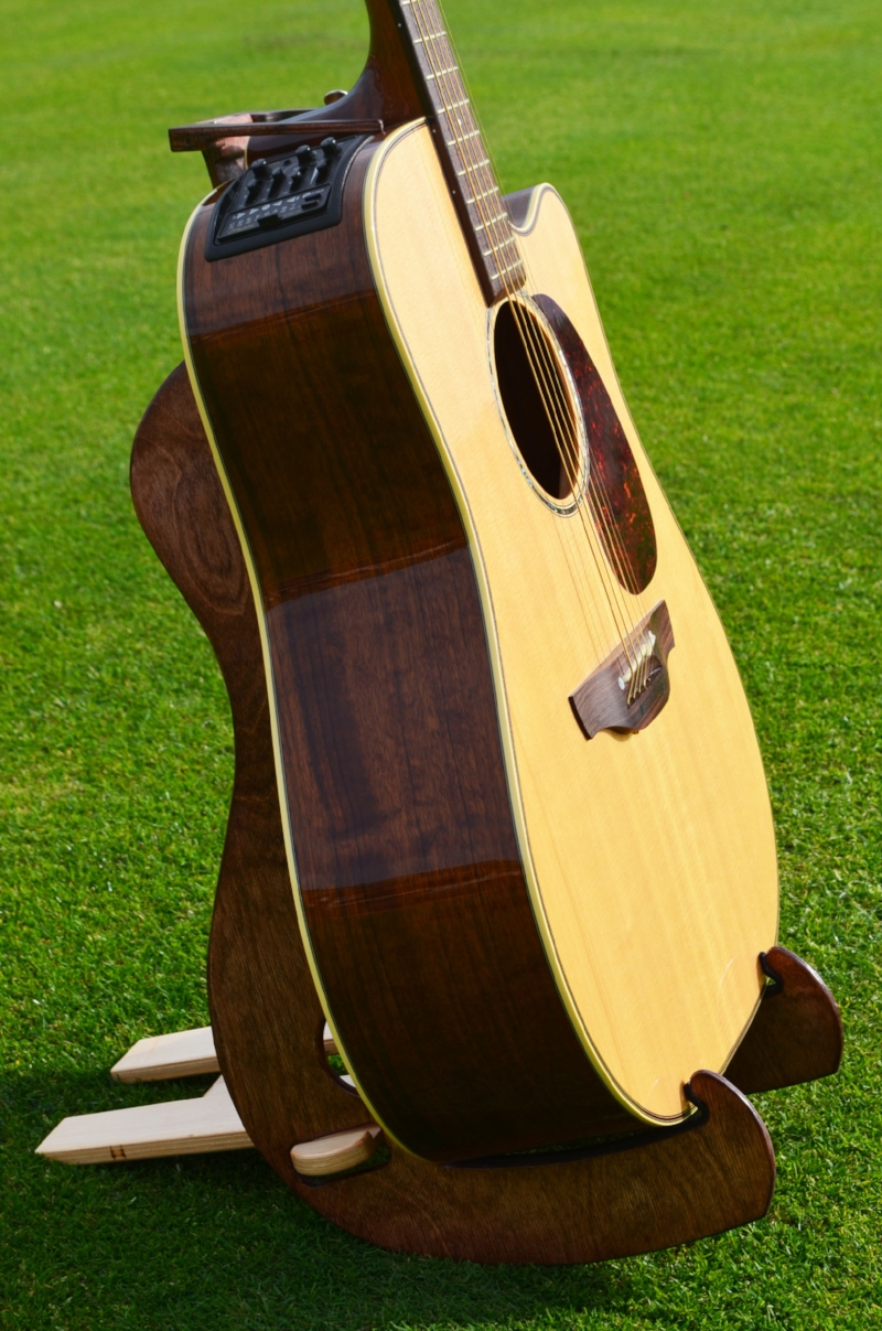KS20-GUITAR ON GRASS.jpg