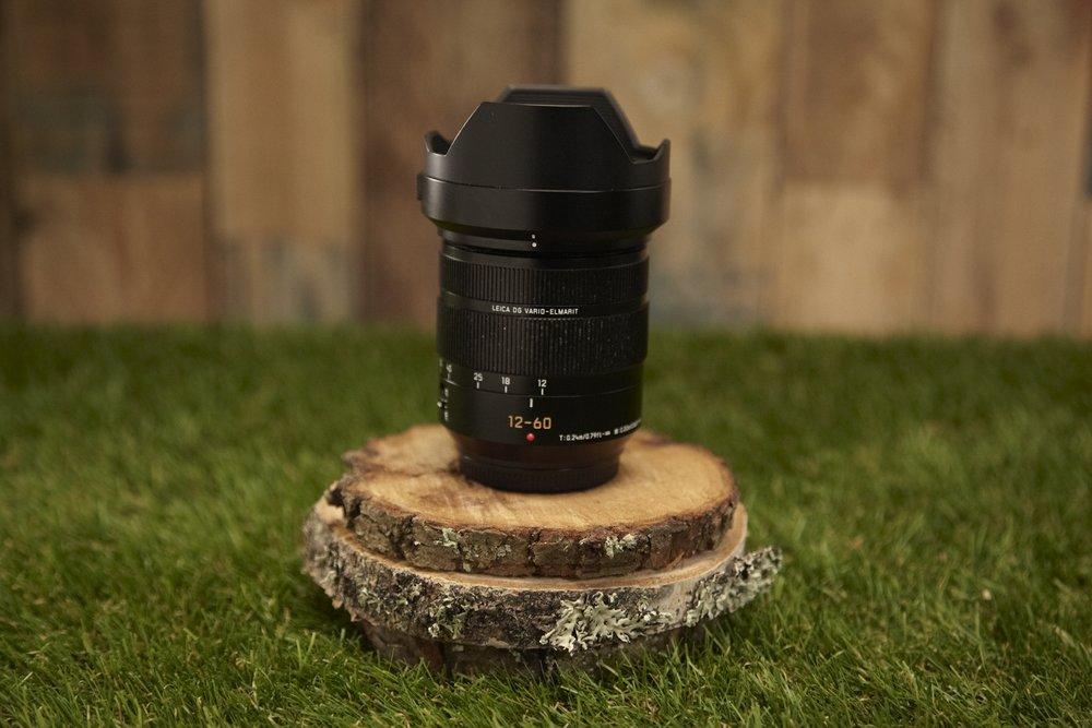 Lumix 12-60mm MFT-Mount   Zoom lens F2.8-4 CF 0,2m  35mm camera equivalent 24mm-120mm
