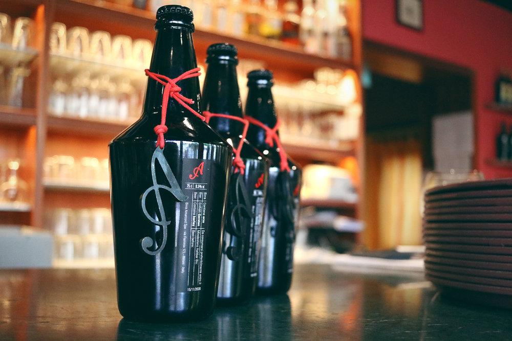 birre in bottiglia - chiedi al nostro staff la carta delle birre, per poter assaporare tutte le birre Amarcord e birre biologiche del birrificio Riedenburger