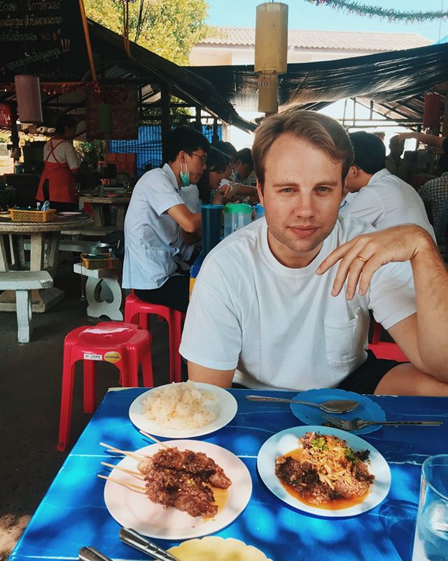 We came here to eat. After countless meals at @pokpokny @uncleboons #ayada & #sripraphai it was time to drown ourselves in fish sauce & sticky rice for a month in Chiang Mai. Find our foodie guide to Northern Thailand on adventureclaire.com 🍤 link in bio