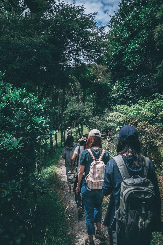 girls-hiking-adventure