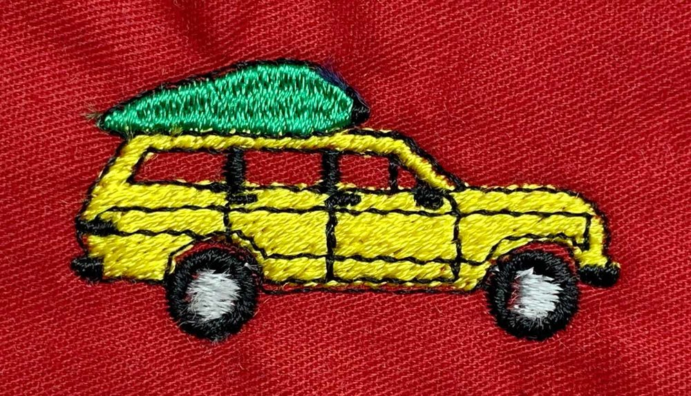 KYC_OLD-CAR-WITH-CHRISTMAS-TREE-ON-TOP_web.jpg