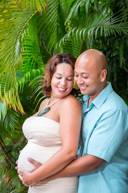 Big-Island-Maternity-Photographer-Luxury-Timeless-Hawaii-1.jpg