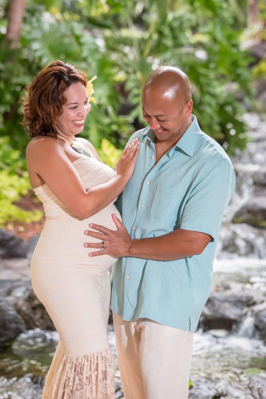 Big-Island-Maternity-Photographer-Luxury-Timeless-Hawaii-3.jpg