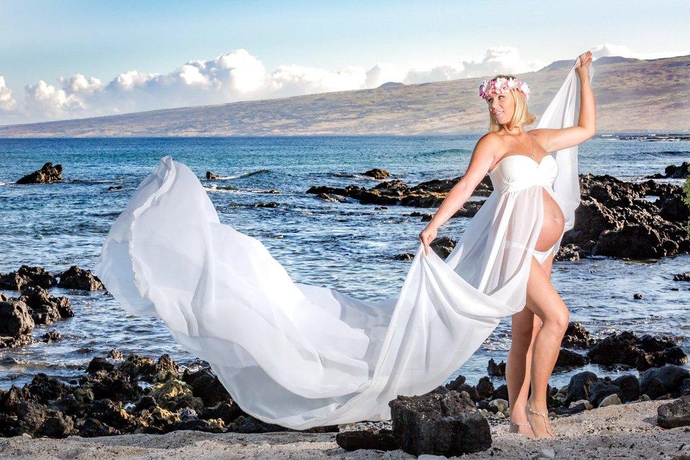 Big-Island-Maternity-Photographer-Luxury-Timeless-Hawaii-7.jpg