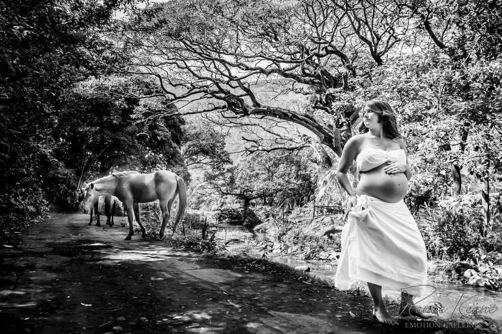 Big-Island-Maternity-Photographer-Luxury-Timeless-Hawaii-22.jpg