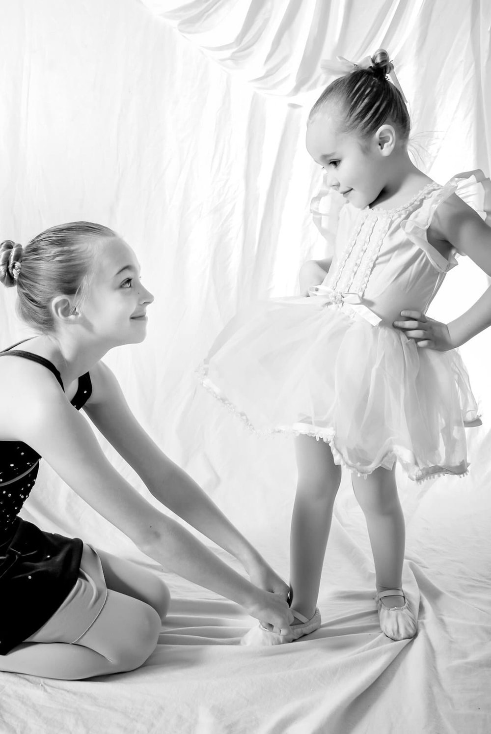 Ballet-Dancers-Girls-Tutus-Portrait.jpg