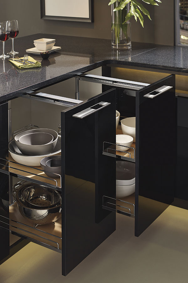 BASE SUPER PANTRY PULLOUT CABINET WITH WIRE RACKS