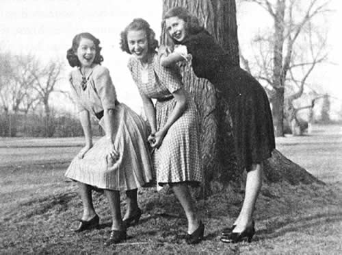 Amy (right) at Grinnell College, 1940