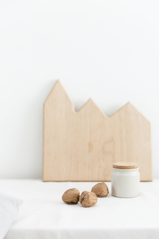 Walnut setting | photography & styling by Joske Simmelink