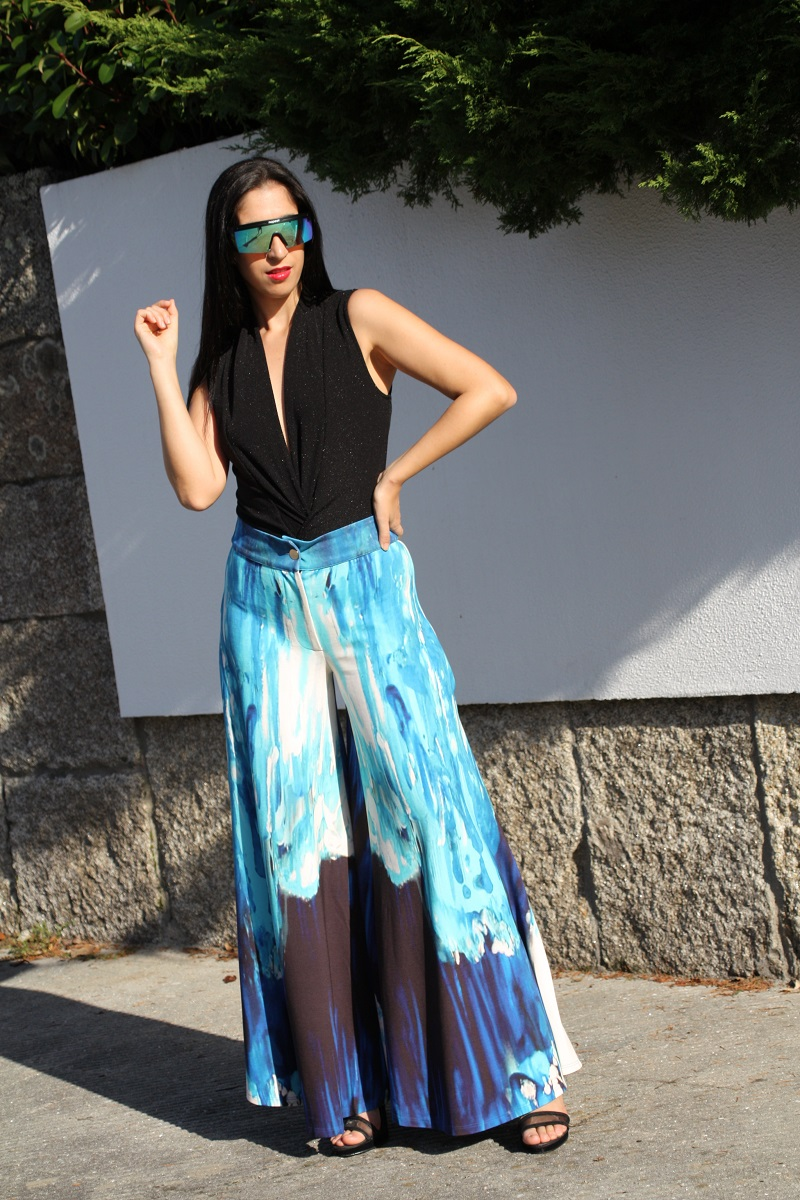 Mónica in our glacier printed Eli pants