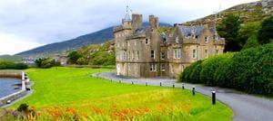 Ambuinnsuidhe harris castle hotel.jpg